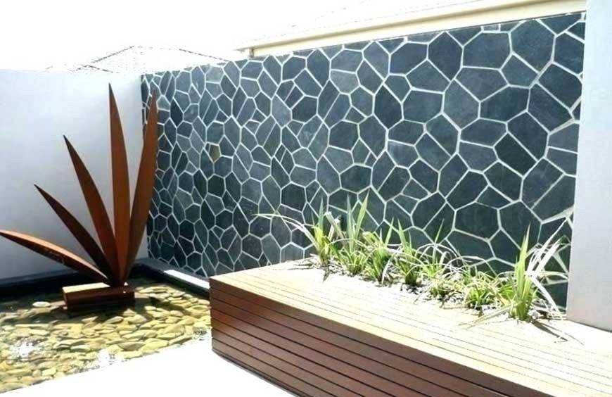 Paredes de acento con azulejos en el jardín